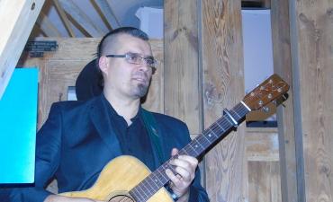 Wystepy Apolinarego Polka byly muzyczna oprawa spotkania